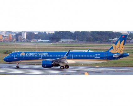 Vietnam Airlines Airbus A321neo VN-A618 AeroClassics AC419788 scale 1:400