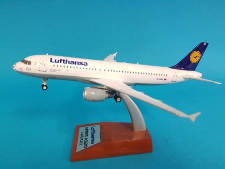 Lufthansa Airbus A320-211 Football Nose livery registration D-AIQL with stand WB-A320-002 scale 1:200