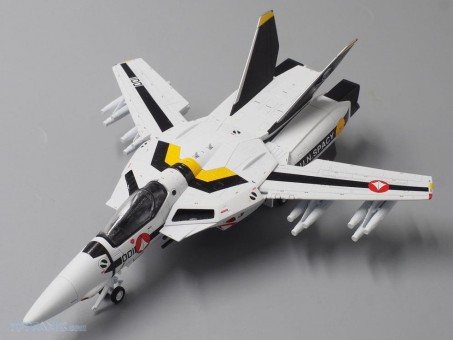 Skull leader Macross VF-1S Robotech UN Spacy Anime Series F-14 CA72RB06 by Calibre Wings scale 1:72