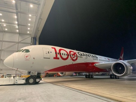 Qantas 100 Years Boeing 787-9 VH-ZNJ Dreamliner Centenary stand Skymarks SKR1044 scale 1:200