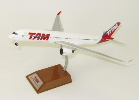 TAM Airbus A350-900 Flaps Up PT-XTB IF3501115U InFlight w/Stand 1:200