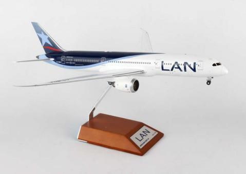 1/200 LAN Boeing 787-9  (CC-BGA) With Stand