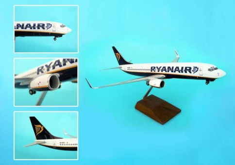 Ryanair 737-800 W/GEAR & Wood Stand