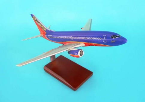Southwest 737-700 Executive Series Display Model With Stand G9110 Scale 1:100