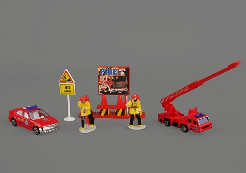 Fire Department of New York (FDNY) 10 Piece Gift Set RT38941F