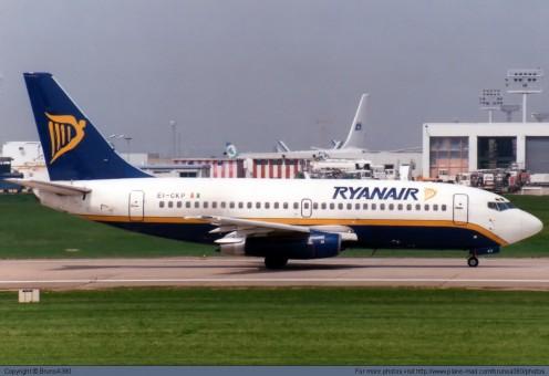 Ryan Air Boeing B737-200 EI-CKP w/Stand JCWings JC2RYR049  Scale 1:200