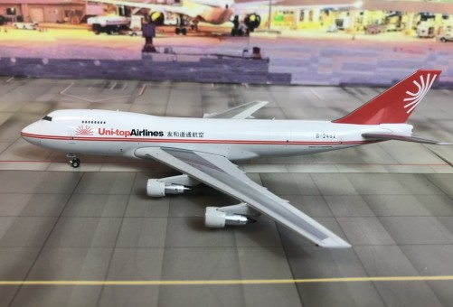 Uni-top Airlines Boeing B747-200 Reg# B-2462 Phoenix 04168 Scale 1:400