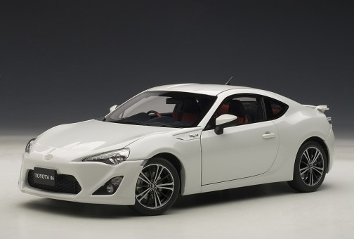 White Toyota 86 GT Limited Asian Version/RHD Pearl AUTOart 78773 1:18