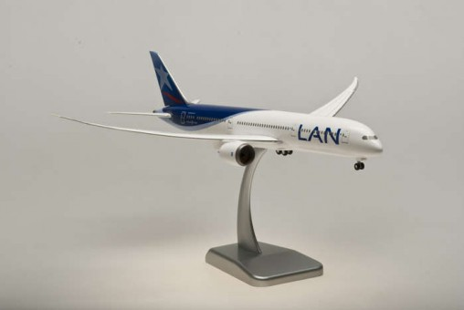 HG0038G LAN Chile 787-8 With Gears And Stand Hogan HG0038G Scale 1:200