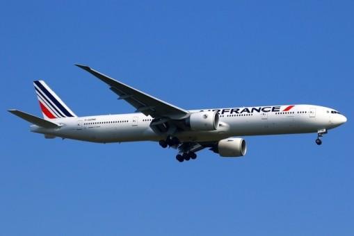 Air France Boeing 777-300ER F-GZND livery die-cast Phoenix 04400 scale 1:400