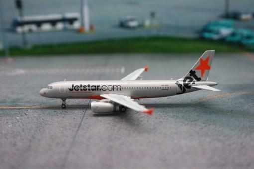 JetStar Australia A320-200 VH-VFF Phoenix 1:400  Phoenix 1:400