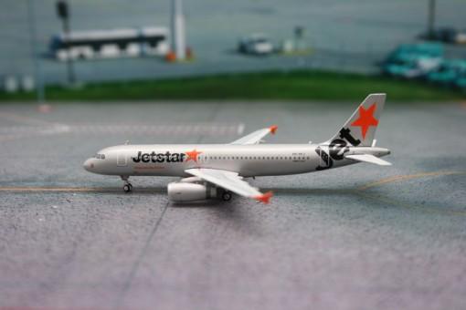 JetStar Australia A320-200 VH-VFJ Phoenix 1:400