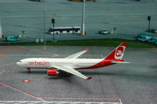 Air Berlin Airbus A330-200 Reg# D-ALPE Phoenix Model 11143 Scale 1:400