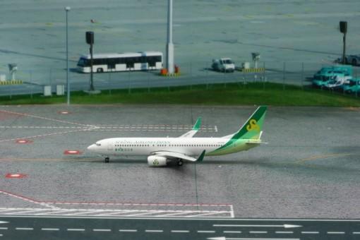 Spring Airlines Japan B737-800 Reg# JA03GR Phoenix 11220 Scale 1:400