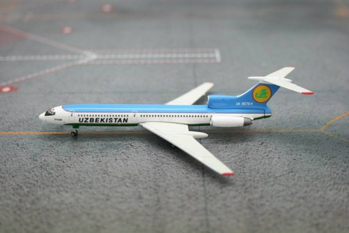 Uzbekistan Airways TU-154M UK-85764 Phoenix 10830 1:400