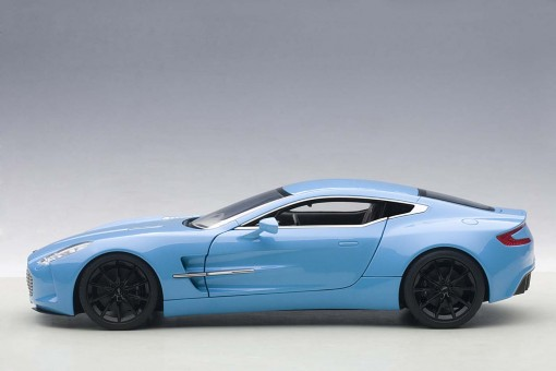 Aston Martin One-77 Blue AUTOart Die-Cast 70240 Scale 1:18