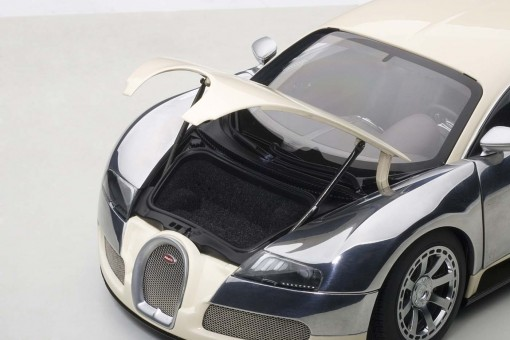 White/Chrome Bugatti Veyron Centenary Edition AUTOart 70959 Scale 1:18