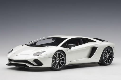 Pearl White Lamborghini Aventador S AUTOart 79131 scale 1:18