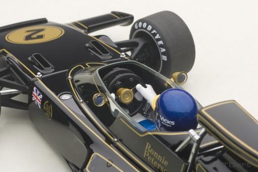 Lotus 72E 1973 Ronnie Peterson #2 w/Driver Die-cast AUTOart 87330 1:18