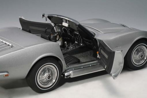 Chevrolet Corvette 1969, Catez Silver (Limited to 6,000 pcs) 71162 1:18