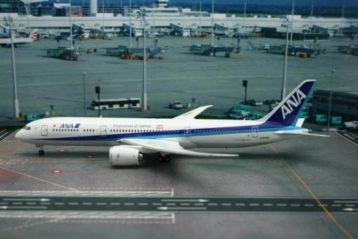 ANA Tomo Dachi Dreamliner B787-9 Reg# JA830A Phoenix 20109 Scale 1:200