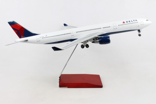 Side Delta Airbus A330-300 stand and gears Skymarks Supreme SKR9200 1-100