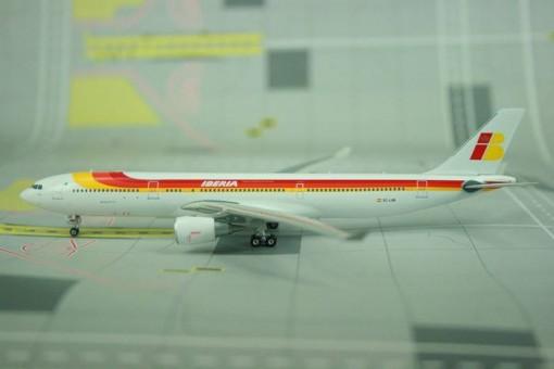 Iberia A330-300 Reg# EC-LUB Phoenix 10769 scale 1:400