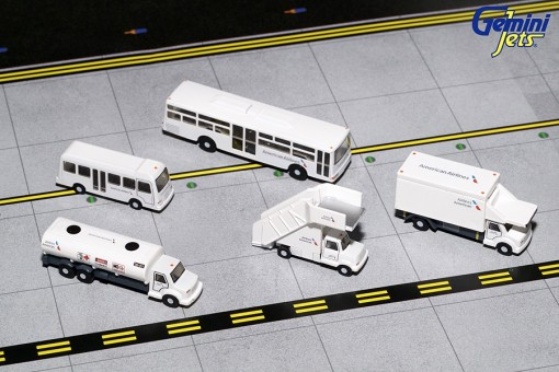 American Airlines GSE Ground Equipment Set stairs, buses and trucks Gemini 200 G2AAL721 scale 1:200