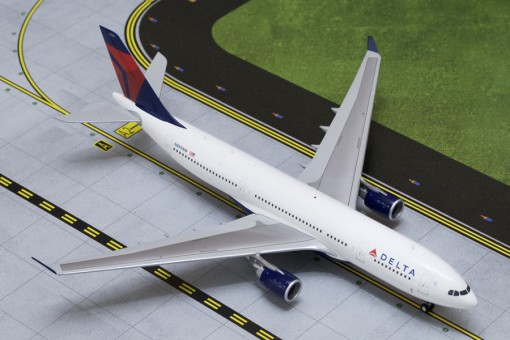 Delta Airlines Airbus A330-200 Reg# N860NW Gemini Jets G2DAL332  Scale 1:200