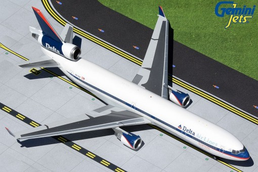 """Delta Air Lines MD-11 N812DE """"interim"""" livery polished belly Gemini200 G2DAL478 scale 1:200"""