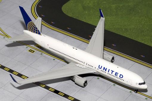 United Boeing B767-300W Reg# N674UA Gemini Jets N674UA Scale 1:200