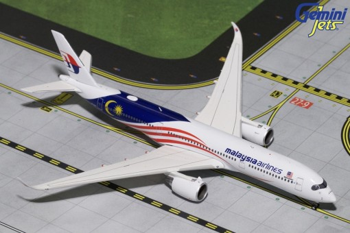 Malaysia Airlines Airbus A350-900 registration: 9M-MAC Gemini Jets GJMAS1721 Scale 1:400