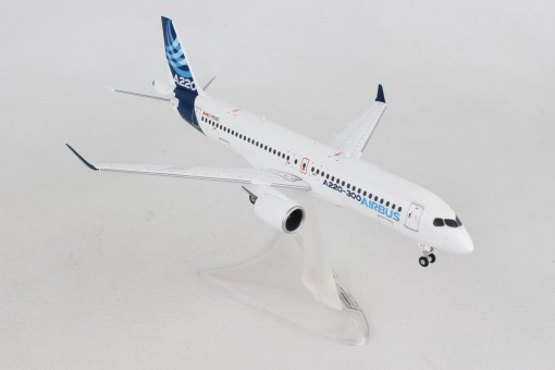 Airbus House A220-300 (Bombardier CS300) C-FFDO 559515 scale 1:200