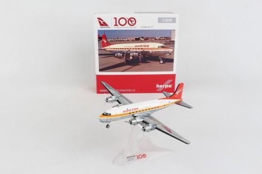 Qantas Douglas DC-4 VH-EDA Herpa Wings 570855 scale 1:200