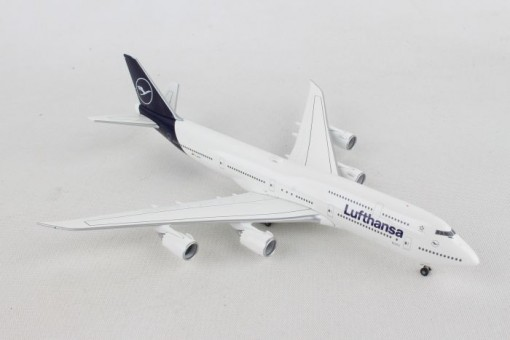 Lufthansa New Livery Boeing 747-8 Intercontinental Herpa 531283 scale 1:500