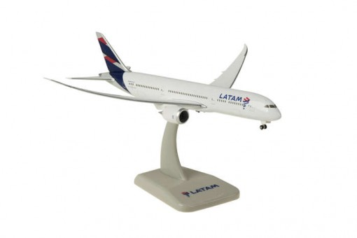 Latam Boeing 787-9 Dreamliner with stand and gears in flight wings HG40113 Scale 1:400