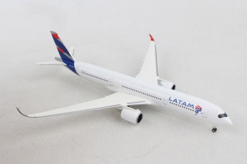 Latam Airbus A350-900 Chile-Brazil PR-XTD Herpa Wings 532754 scale 1:500
