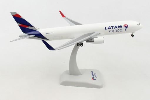 Latam Cargo Boeing 767-300F with Gear Hogan HG11106G scale 1-200