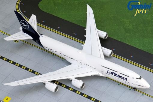 Lufthansa Boeing 747-8i New Livery D-ABYA G2DLH741 Gemini Scale 1:200