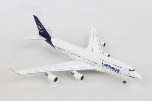 "Lufthansa New Livery Boeing 747-400 ""Kiel"" D-ABVM Herpa 532761 scale 1:500"