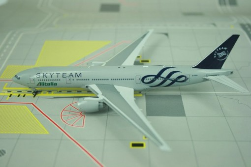 Alitalia Boeing 777-200 Skyteam Reg EI-DDH Phoenix scale 1:400