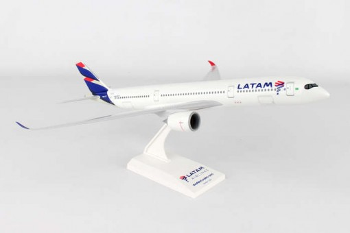 Latam Airbus A350 Reg# PR-XTE With Stand Skymarks SKR937 Scale 1:200
