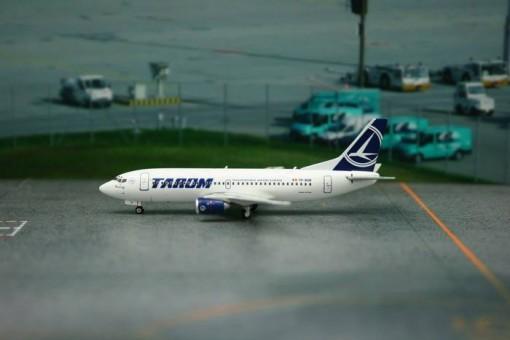 Tarom Boeing 737-300 Reg# YR-BGB Phoenix 11082 Scale 1:400