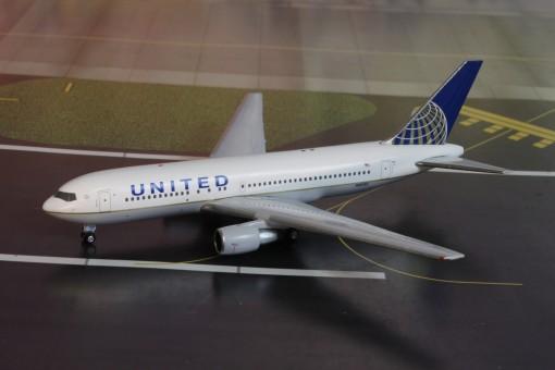 United Airlines Boeing B767-200 N68159  AC419436 AeroClassics scale 1400