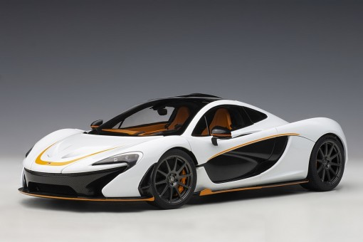 White McLaren P1 Alaska diamond with black accents die-cast AUTOart Model 76064 scale 1:18