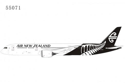 Air New Zealand Boeing 787-9 Dreamliner whiteblack livery ZK-NZC die-cast NG Model 55071 scale 1:400