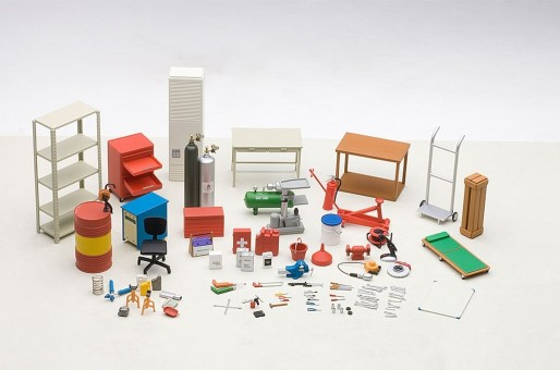 Garage Kit Set AUTOart 49110 1:18 scale tools jack shelves tables cabinets dolly tanks gas creeper chair saw keen tool wrench first aid by extinguisher compressor tool box locker