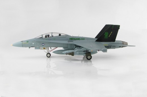 Green Knights F/A-18D Hornet US Marines VMFA(AW)-121 2004 HA3551 scale 1:72