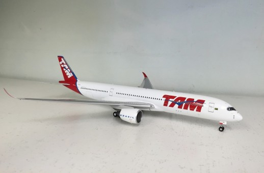 TAM Airbus A350-900 Flaps Down PT-XTB IF3501115D InFlight w/Stand 1:200