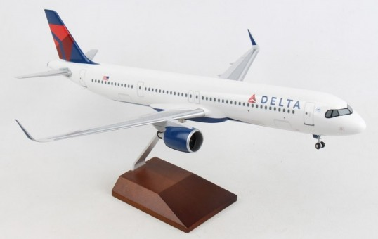 Delta Airbus A321neo with wood stand &gears Skymarks Supreme SKR8427 scale 1:100